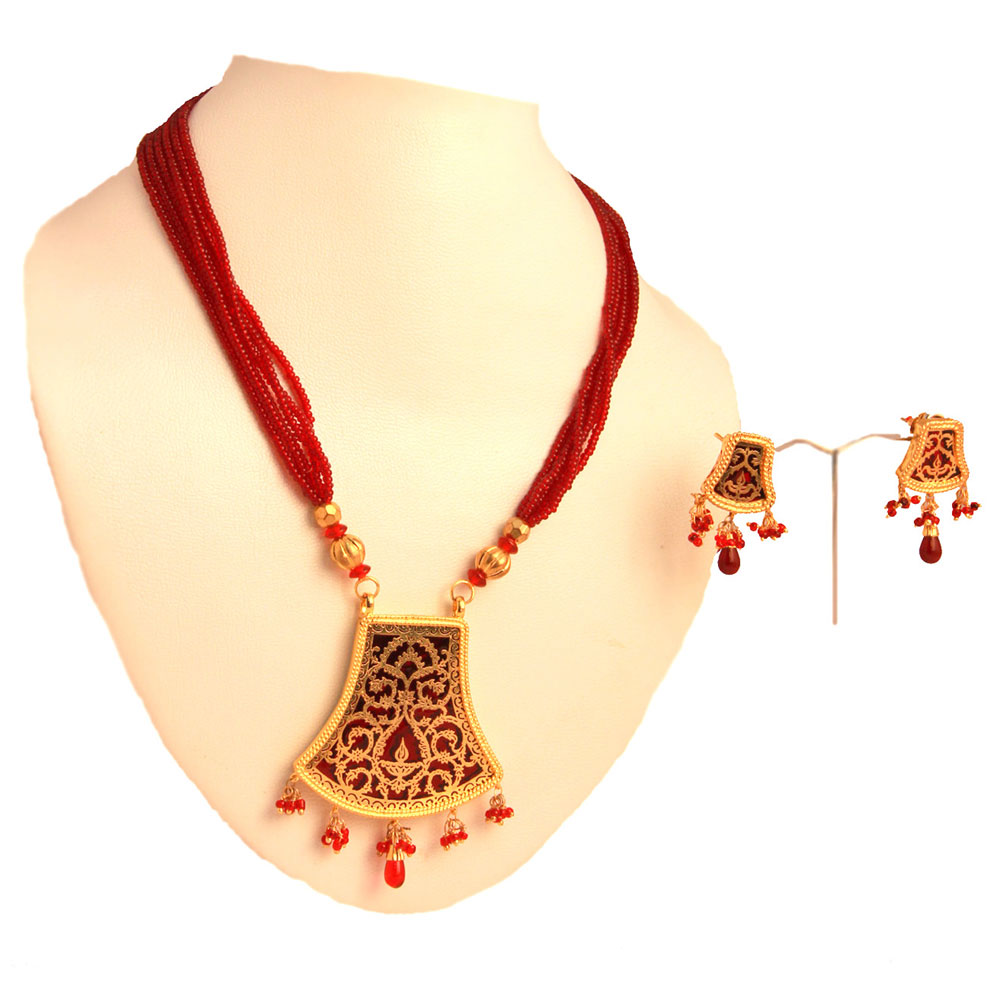 Red pendant set with with beaded hangings