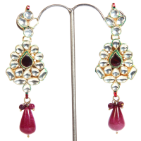 Contrasting hanging earrings
