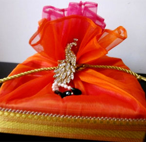 Indian Wedding Gift Ideas For Best Friend : Weddings are one of the most special days of a persons life. So it ...