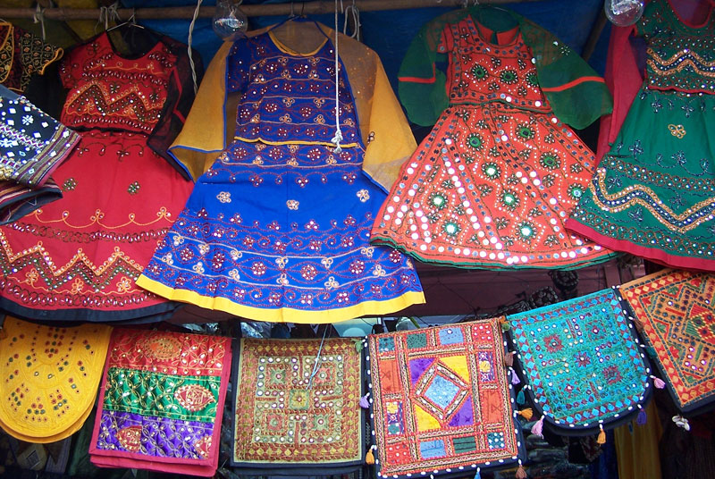 Kishanpole-Bazar-is-famous-for-Bandhani-textiles-items